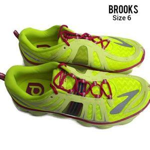 Brooks pure p2 size 6